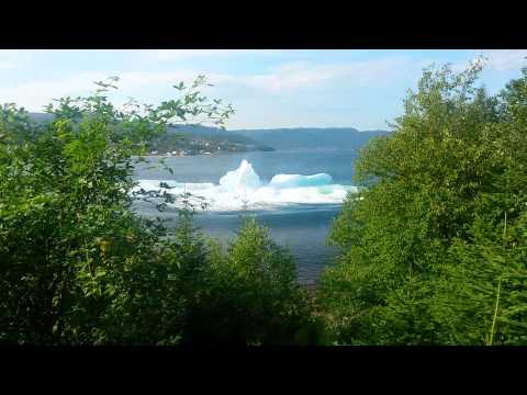 gora-lodowa-rozpada-sie-tworzac-mini-tsunami-