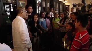 Aquino surprises Malacañang museum guests