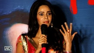 SHOCKING ! Mallika Sherawat beaten up in Paris | Watch Video