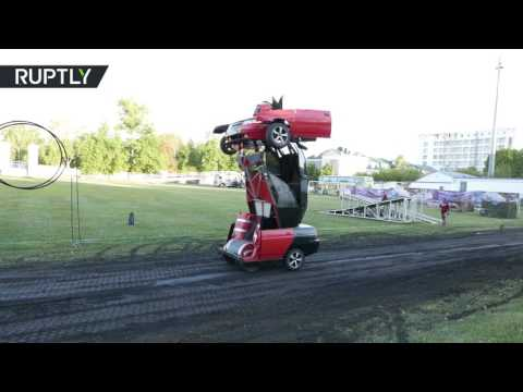 العرب اليوم - بالفيديو : مهندس روسي يحول سيارة إلى
