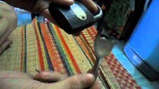 Handmade DIY việt nam Bài viết cách mở các loại khóa : http://toilam.com/news/cach-lam-vat-dung-gia-dinh/Cach-mo-cac-loai-khoa-499/
