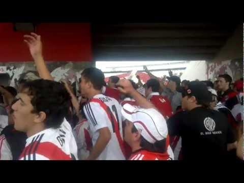 previa - river vs colon - que feo es ser bostero boliviano!! hay que matarlos a todos!! - Los Borrachos del Tablón - River Plate - Argentina - América del Sur