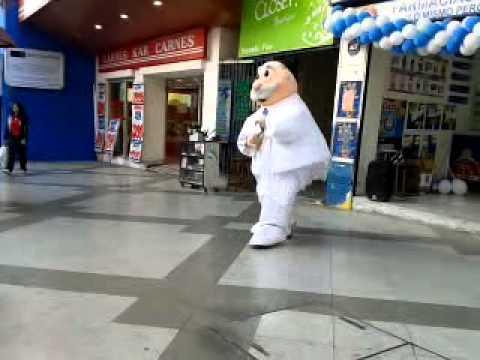 El 'Gangnam Style' llega para cautivar al Dr. Simi.