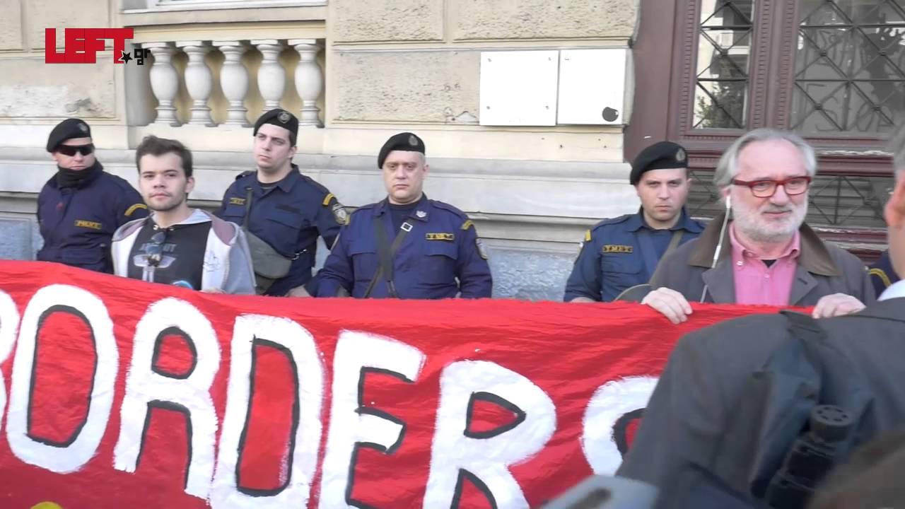 Διαμαρτυρία κατά των κλειστών συνόρων στην πρεσβεία της Αυστρίας