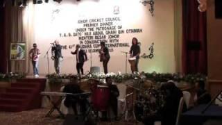 Bonjoza feat. Ayai Ilusi & The Shooters - Long Train Runnin'