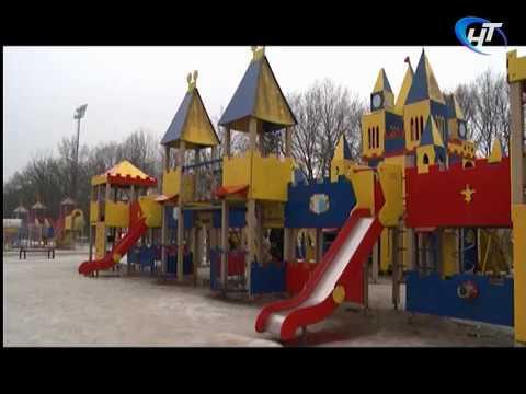 Родители жалуются на состояние детского городка в парке «30-летия Октября»