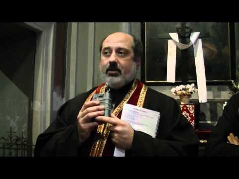 Don Silvio spiega in italiano il significato dei gesti della liturgia pasquale orientale