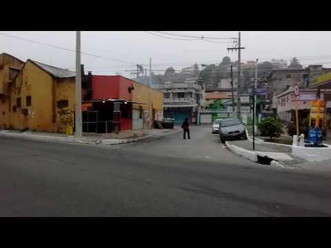 Esquina assassina em São Gonçalo. A falta de sinalização horizontal e vertical.