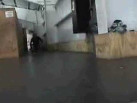「車椅子でスケボーのようなパフォーマンスを魅せる動画。」のイメージ