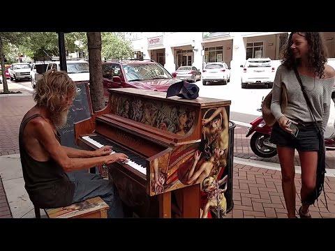 EVSİZ ADAMIN MÜTHİŞ KONSERİ (Homeless Man Plays Piano Beautifully Sarasota, FL ORIGINAL)