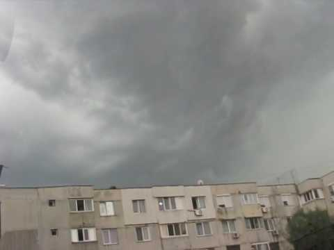 Video A little thunderstorm in Bucharest, Romania, July 6, 2017 download in MP3, 3GP, MP4, WEBM, AVI, FLV January 2017