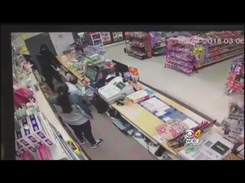 العرب اليوم - شاهد: فتاة شجاعة تتصدى لسطو مسلح في بروكتون