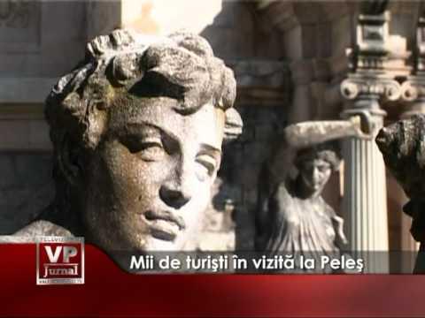 Mii de turişti în vizită la Peleş