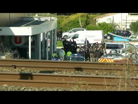 Terror in Frankreich: Polizist stirbt nach Geiselna ...