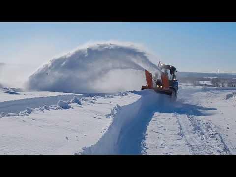 Снегоуборочная машина Су 2.1 является быстросъемной, навешивается на универсальную навеску НУ 2. Ориентирована на работу в сложных условиях: где не проводится расчистка снежными отвалами или техникане может справиться с переметом из-за высокой плотности или влажности снега. Снегоуборочная машина Су 2.1 незаменима для очистки проселочных дорог до удаленных населенных пунктов, пригородных или дачных участков, так же применяется на промышленных территориях.