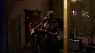 Video Tamala v Království peciválů
