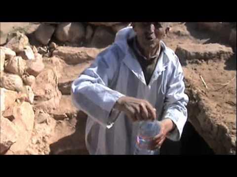 taghya - Nous allons remplir cette bouteille de TAGHYA pour faire une expérience sur les FORAGES de Tidsa. Comme sa On va démontrer que ces eaux viennent de la MÊME N...
