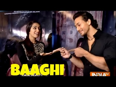 Shraddha Kapoor and Tiger Shroff Interview, Shroff Teaches Dance