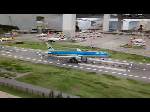 H0-Flughafen Knuffingen Airport im Miniatur Wunderland - u.a. Landung Millennium Falke / Falcon