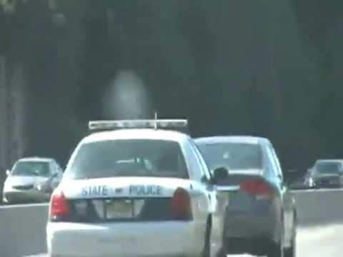Policaj se znebi počasnega voznika na avtocesti
