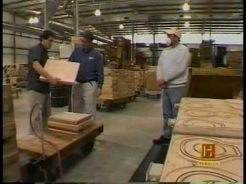 Gibson - How Gibson Les Pauls Are Made.