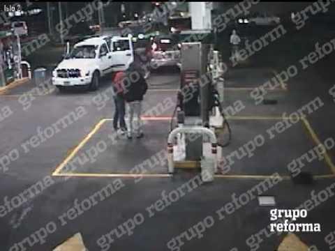 Corren, asaltan y roban autos