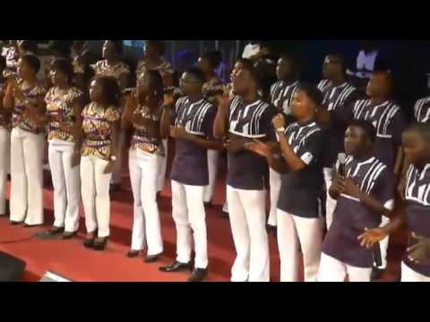 FRANK EDWARDS KILLS IT WITH Lagos Community Choir IN NA YOU