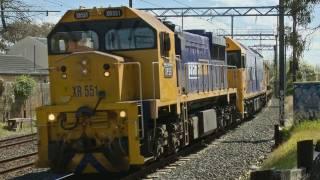 Moorabbin Australia  city images : Broad gauge steel train - XR551 & BL29 approach Moorabbin - Australian Railroads and Trains