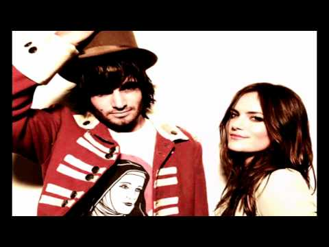 Angus & Julia Stone - Lossless audio of Angus and Julia Stone performing Big Jet Plane, in a live session. Studio 106, Maison de Radio France, Paris, France Recording : April 8th,...