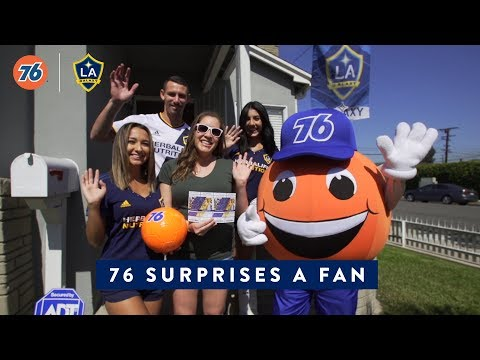 Video: Daniel Steres surprises a lucky fan - Presented by 76
