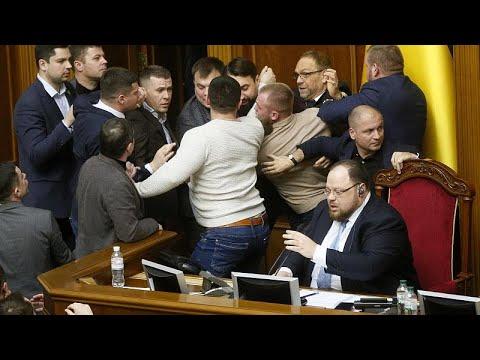 «Ξύλο» στην ουκρανική Βουλή