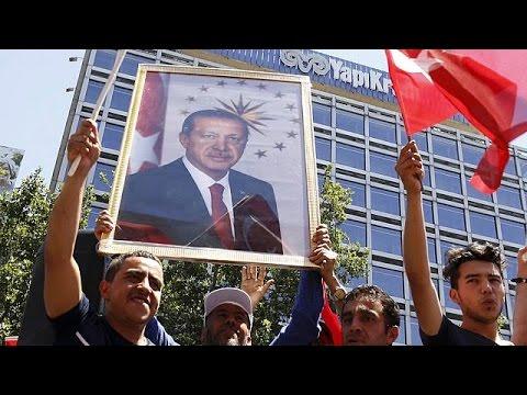 Τουρκία: Απόλυτος κυρίαρχος ο Ερντογάν – Ζήτησε από τους πολίτες να παραμείνουν στους δρόμους