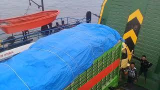 Video Ombak besar penyebrangan ferry wamengkoli dan bau- bau MP3, 3GP, MP4, WEBM, AVI, FLV Mei 2019