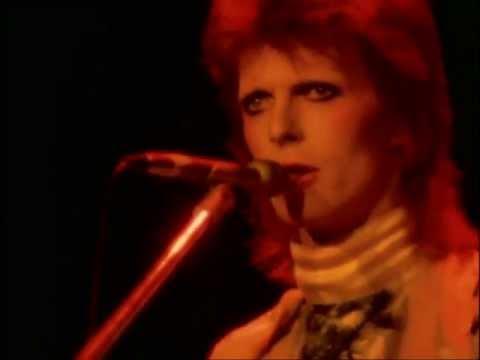 Tekst piosenki David Bowie - Moonage daydream po polsku