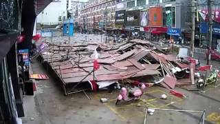 Guigang China  city images : Scaffold collapse injures 2 in SW China