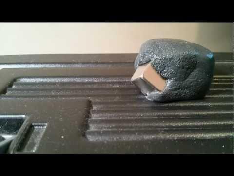 Magnetisk lera slukar en kub