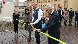 Náhled - Slavnostní otevření zelené střechy s učebnou v přírodě na ZŠ Mlýnská