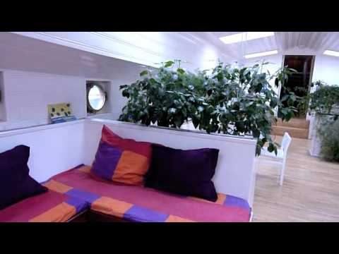 Wideo Houseboat Hostel Alternatief