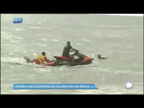 Helicóptero da TV Globo cai em praia do Recife (PE)