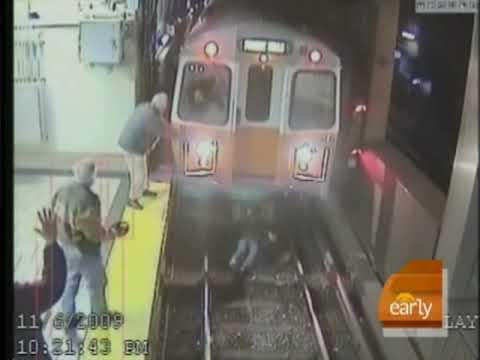 Ubriaca rischia la vita sulle rotaie della metro