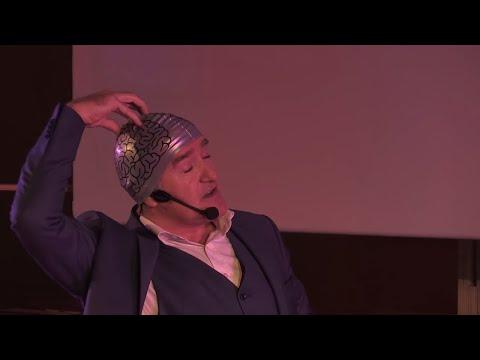 Et si le charisme était un spray | Antoine Mourey | TEDxCentraleNantes (видео)