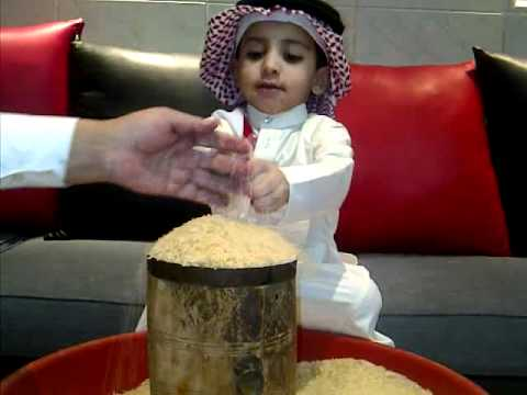 طفل يؤدي زكاة الفطر 1432