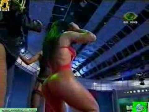 Fabiana Andrade moviendo el trasero