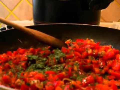 Cucinare pasta con sugo di peperoni. Video ricetta pasta e peperoni