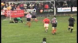 Wayne Hatswell verwechselt die Tore