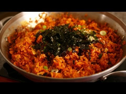 Korean Recipe: How to make Kimchi Stir Fried Rice – 김치볶음밥