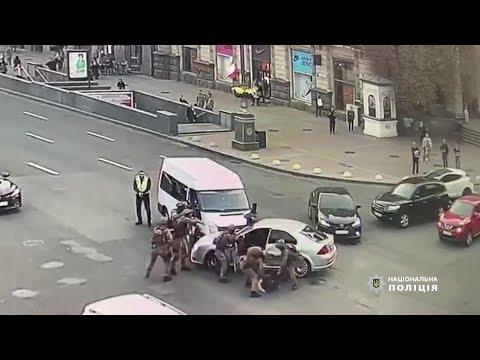 Погоня со стрельбой: В центре Киева полиция поймала грабителей, отнимавших деньги у валютчиков