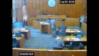 """ארה""""ב: חבר כנופיה נרצח בבית המשפט לעיני המצלמות"""