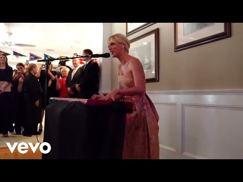 Taylor Swift - Blank Space (Surprise Performance at Fan's Wedding)