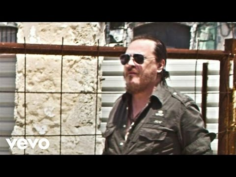 Zucchero - Love Is All Around